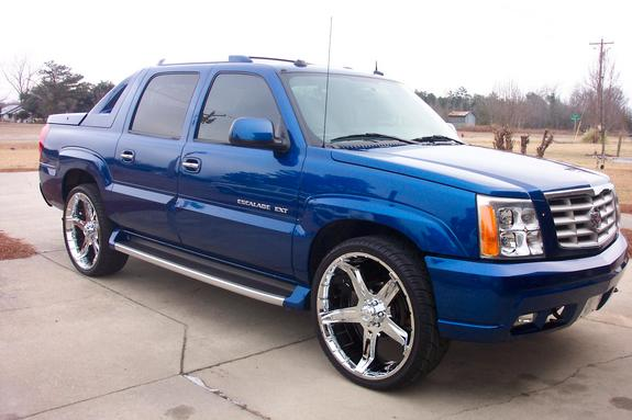 Lade_on26s 2004 Cadillac Escalade 6054008
