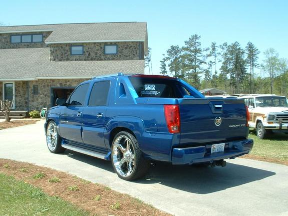 Lade_on26s 2004 Cadillac Escalade 6054012