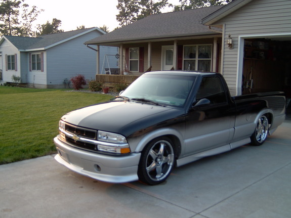 dmbrisket 51 1998 chevrolet s10 regular cab specs photos modification info at cardomain. Black Bedroom Furniture Sets. Home Design Ideas