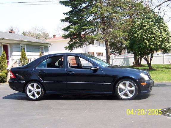 Tripleslimo 39 s 2005 mercedes benz c class in brentwood ny for Mercedes benz brentwood