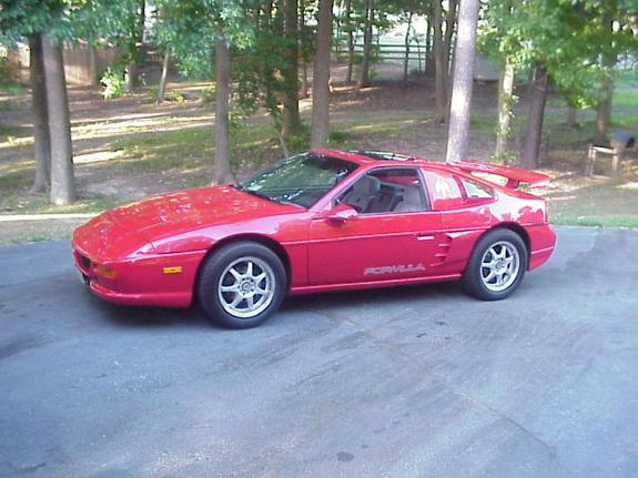 lee_agee 1988 Pontiac Fiero