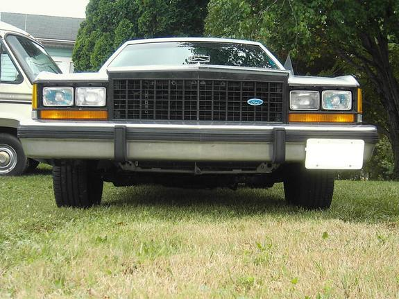 BIGHAWK 1985 Ford LTD Crown Victoria 383328