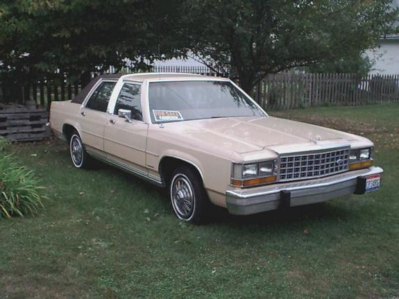 Another murphmobile2 1984 Ford LTD Crown Victoria post... - 628462