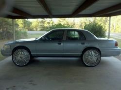 B0SSH0GG 2001 Ford Crown Victoria