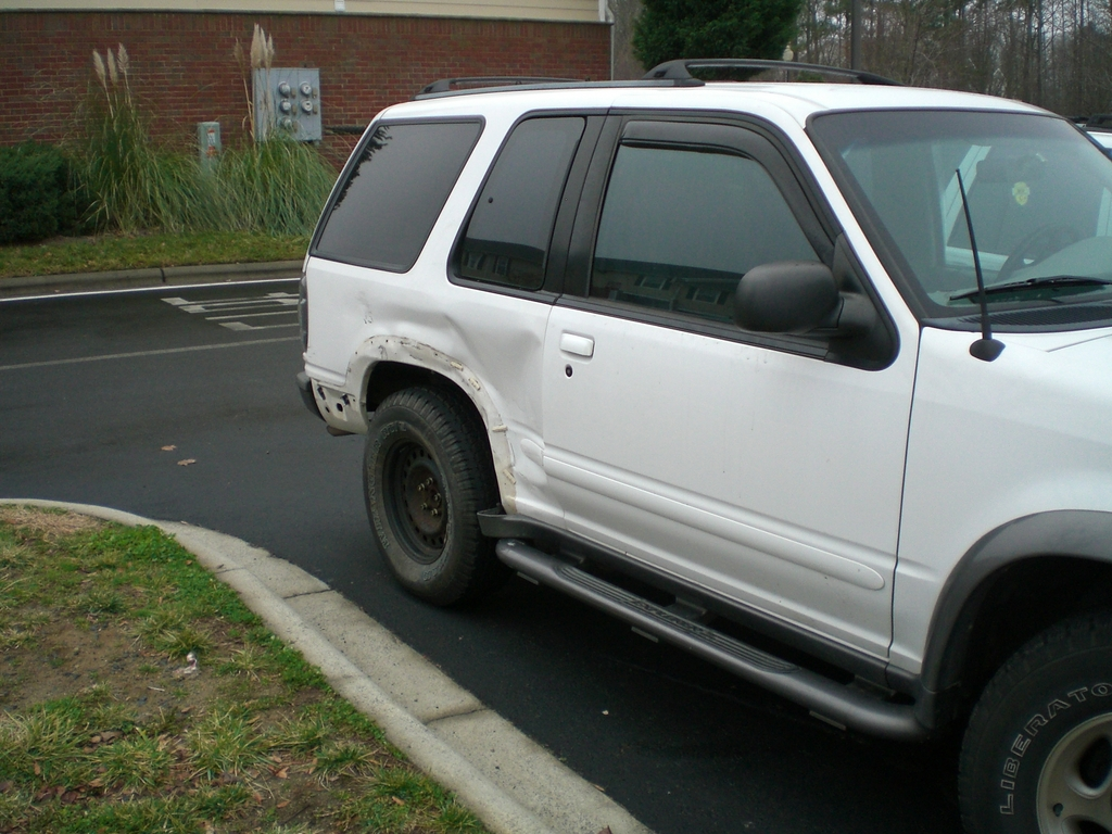 Another mikeyboy74 1998 Ford Explorer Sport post... - 6478024