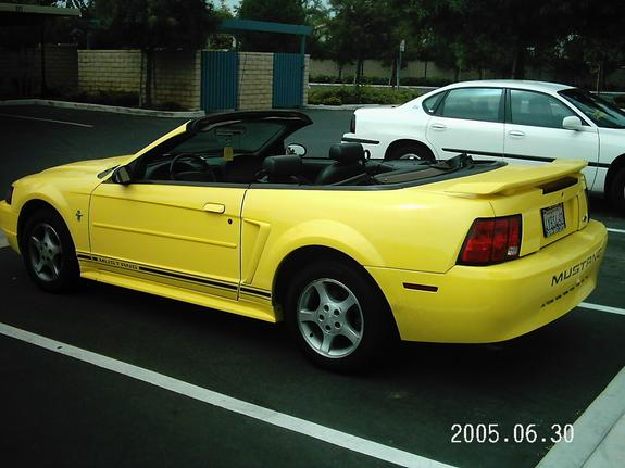 b52yellow 2001 Ford Mustang 6492909