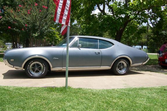 68CutlassCutie's 1968 Oldsmobile Cutlass Supreme