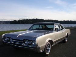 URNVS 1967 Oldsmobile Cutlass Supreme