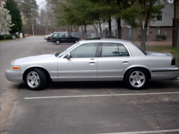 K_Tull 2001 Ford Crown Victoria 6897704