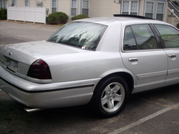 K_Tull 2001 Ford Crown Victoria 6897706