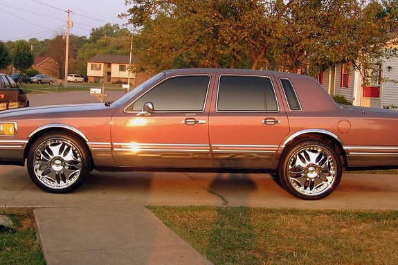 hustlenflow's 1994 Lincoln Town Car