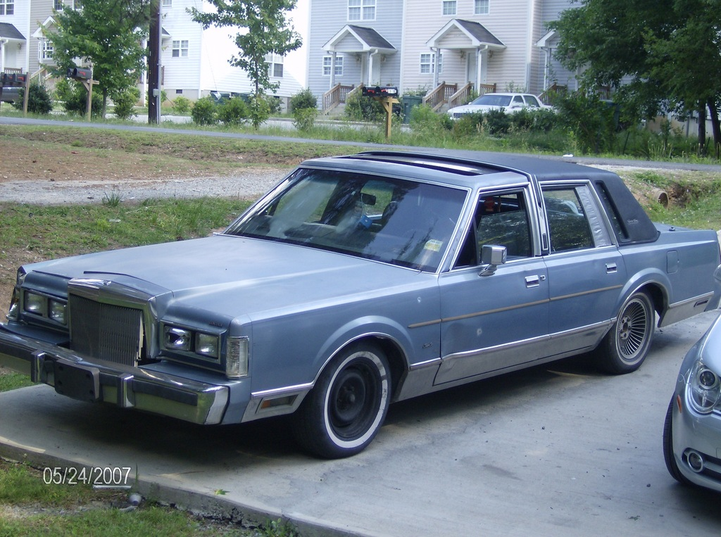 fathertime06 1988 lincoln town car specs photos modification info at cardomain. Black Bedroom Furniture Sets. Home Design Ideas