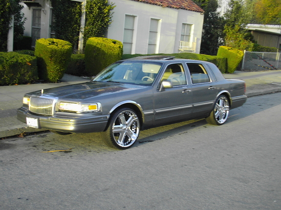 oaklandcali 1995 lincoln town car specs photos modification info at cardomain. Black Bedroom Furniture Sets. Home Design Ideas