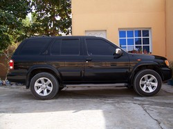 yousefalis 2002 Nissan Pathfinder