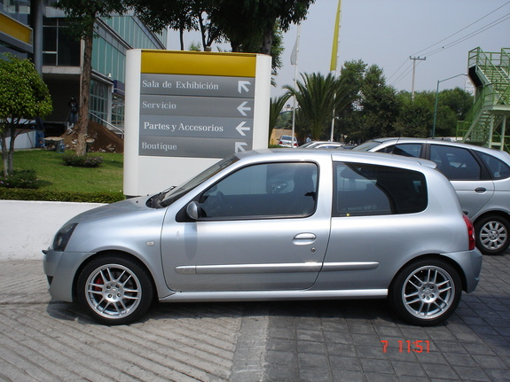 sfhh47 2004 renault clio specs photos modification info at cardomain. Black Bedroom Furniture Sets. Home Design Ideas