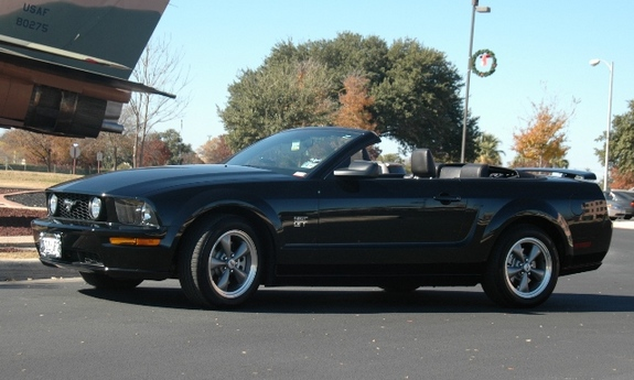 Another blackonblackgt06 2006 Ford Mustang post... - 7490623