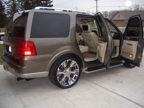 mawetep 2004 lincoln navigator specs photos modification info at cardomain. Black Bedroom Furniture Sets. Home Design Ideas