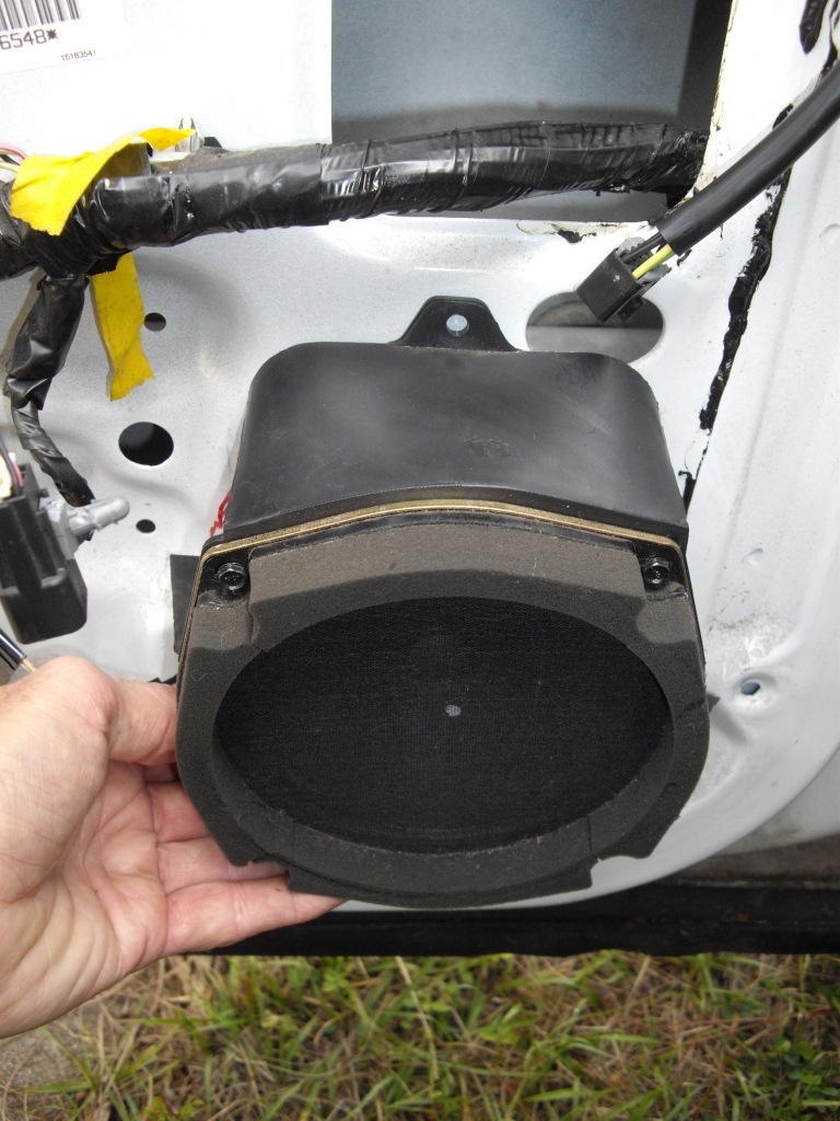 I wonder why I bother, but want new Front Door Speakers in the '95 RMW 22932074002_large