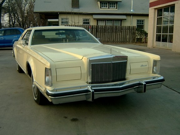 Another kyleskars 1977 Lincoln Mark V post... - 7988315