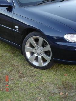 3PNT8 2002 Holden Berlina