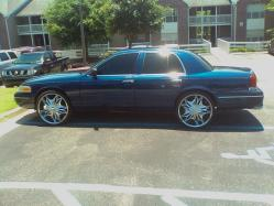ceages 2004 Ford Crown Victoria