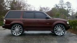 lunatic11903s 2001 Ford Explorer