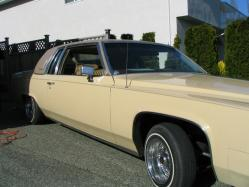 cuttn_thrus 1982 Cadillac DeVille