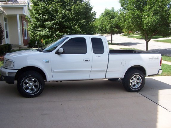 LyxqhcxlpNA besides 2006 Ford F 150 Pictures C3720 pi35986278 as well T282122 in addition 2000 Ford F150 Regular Cab together with 2017 Ford F150 Fx4 New Release 2. on 04 ford f 150 lariat interior