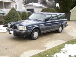MikeO37 1988 Volvo 200-Series