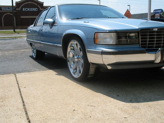 BIGGWORM's 1993 Cadillac Fleetwood