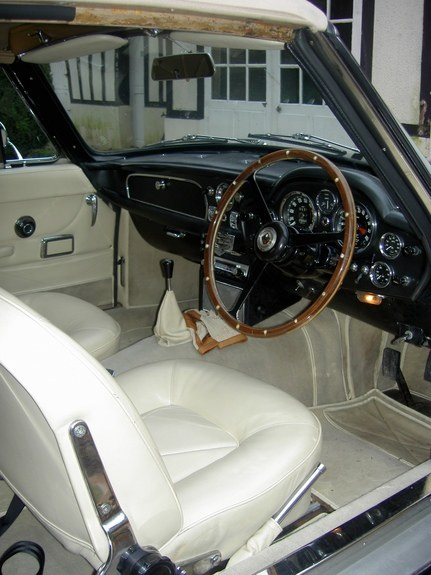 Another clsamg 1967 Aston Martin Volante post... - 8432522