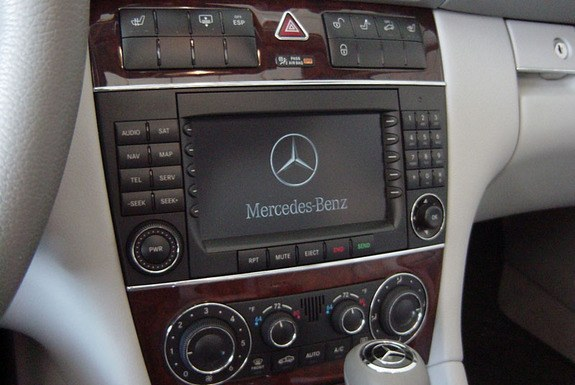 Dalazernet 2006 mercedes benz c class specs photos for Mercedes benz stereo upgrade