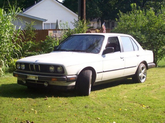 whitebimmer87 1987 BMW 3 Series 8583048