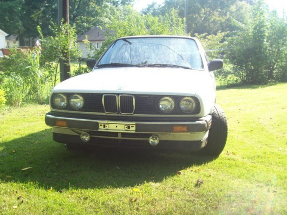 whitebimmer87 1987 BMW 3 Series 8583049
