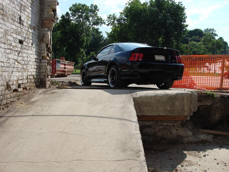 Wombozi 2001 Ford Mustang 8589489