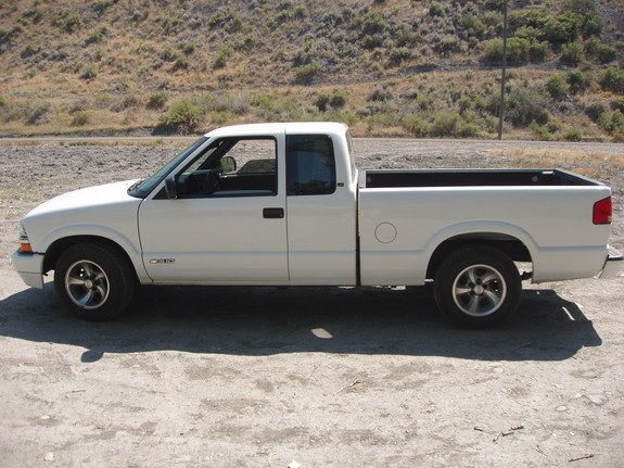 Another WllRunWires4Food 2000 Chevrolet S10 Regular Cab post... - 8732044