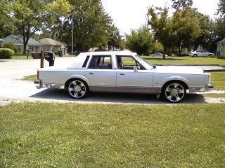 tooclean84 1984 Lincoln Town Car Specs, Photos, Modification Info at