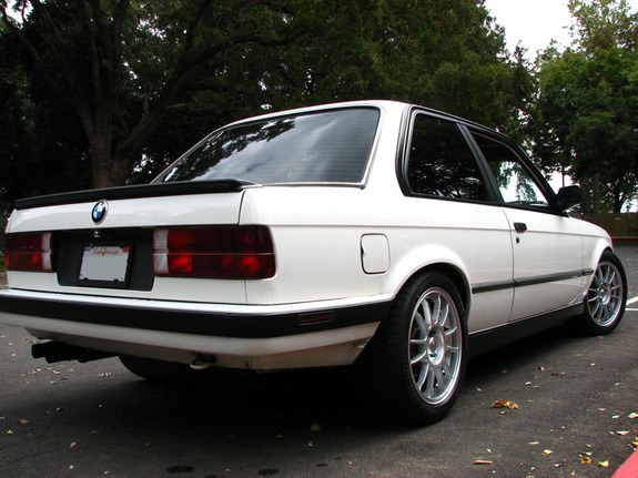 Kiznile 1987 BMW 3 Series 8744063
