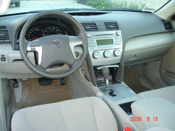 Spacious Bisque Or Tan Interior CD Player With Young Joc Cd Playing (Day /  Night