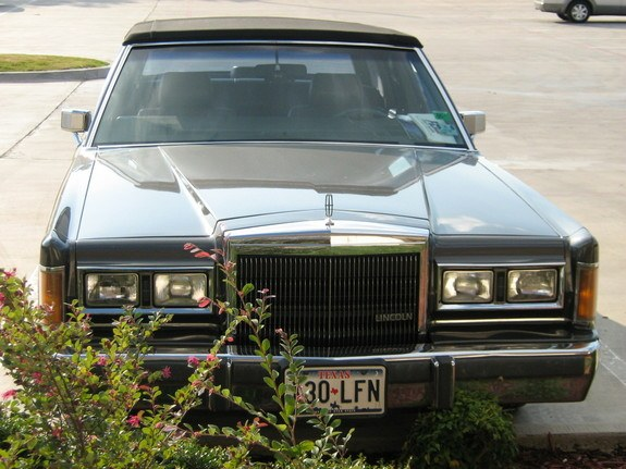 89towncarsig 1989 Lincoln Town Car 8870059