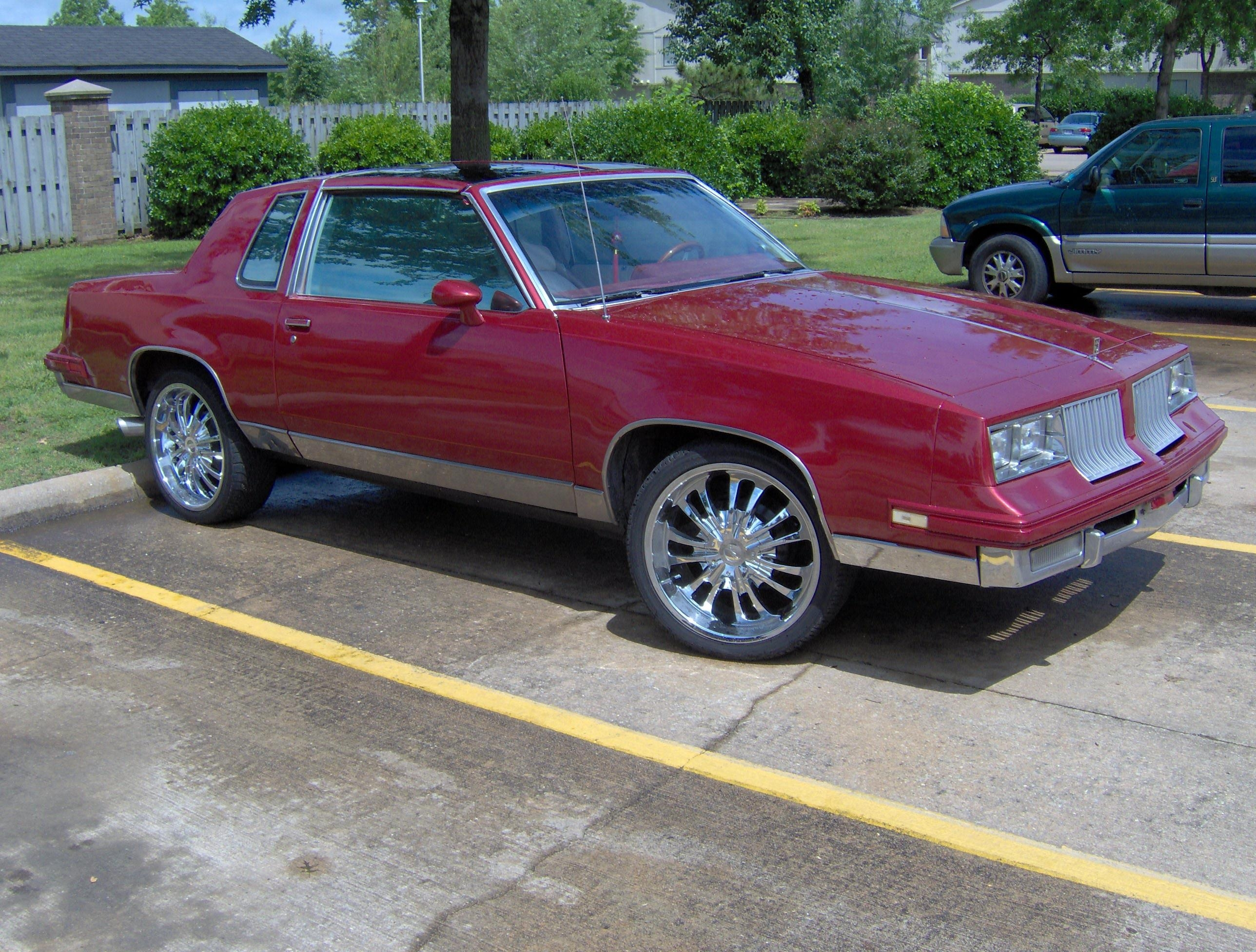Mr_Nice_Guy 1984 Oldsmobile Cutlass Supreme 8825373