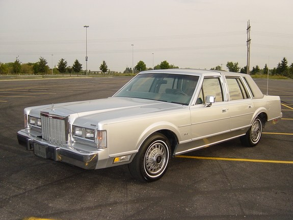 big80sclassic 1986 lincoln town car specs photos modification info at cardomain. Black Bedroom Furniture Sets. Home Design Ideas