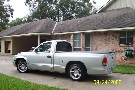 Large on 2006 Dodge Dakota R T