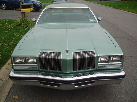 Another damaged442 1977 Oldsmobile Cutlass Supreme post... - 9031412