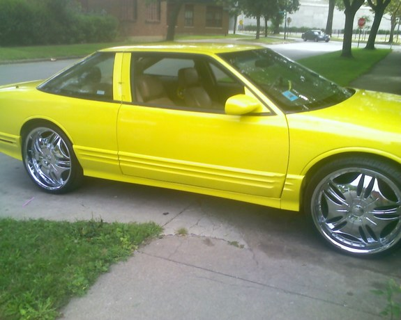 YellowCutlass 1995 Oldsmobile Cutlass Supreme 9378064