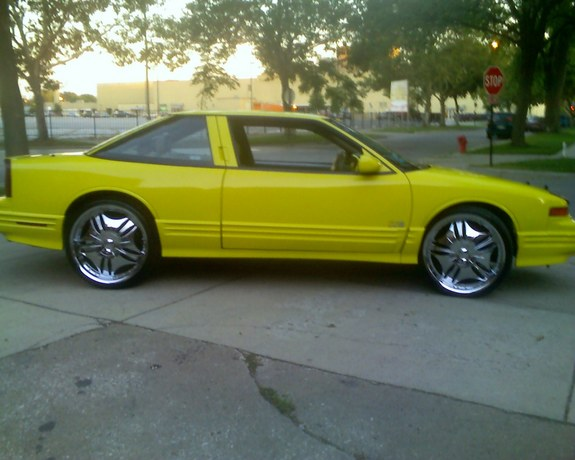YellowCutlass 1995 Oldsmobile Cutlass Supreme 9378065