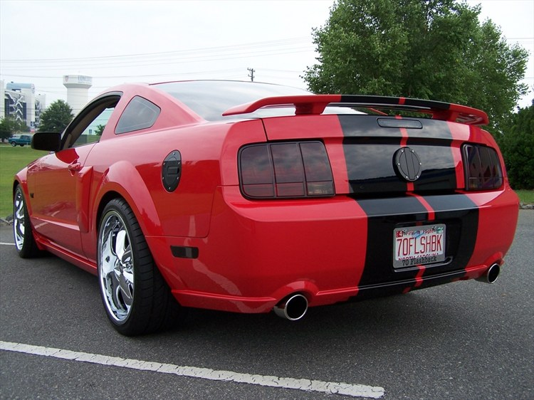 70FLASHBACK 2006 Ford Mustang 10309330