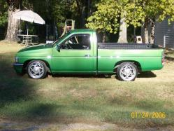Twisted_Sisters 1995 Nissan D21 Pick-Up
