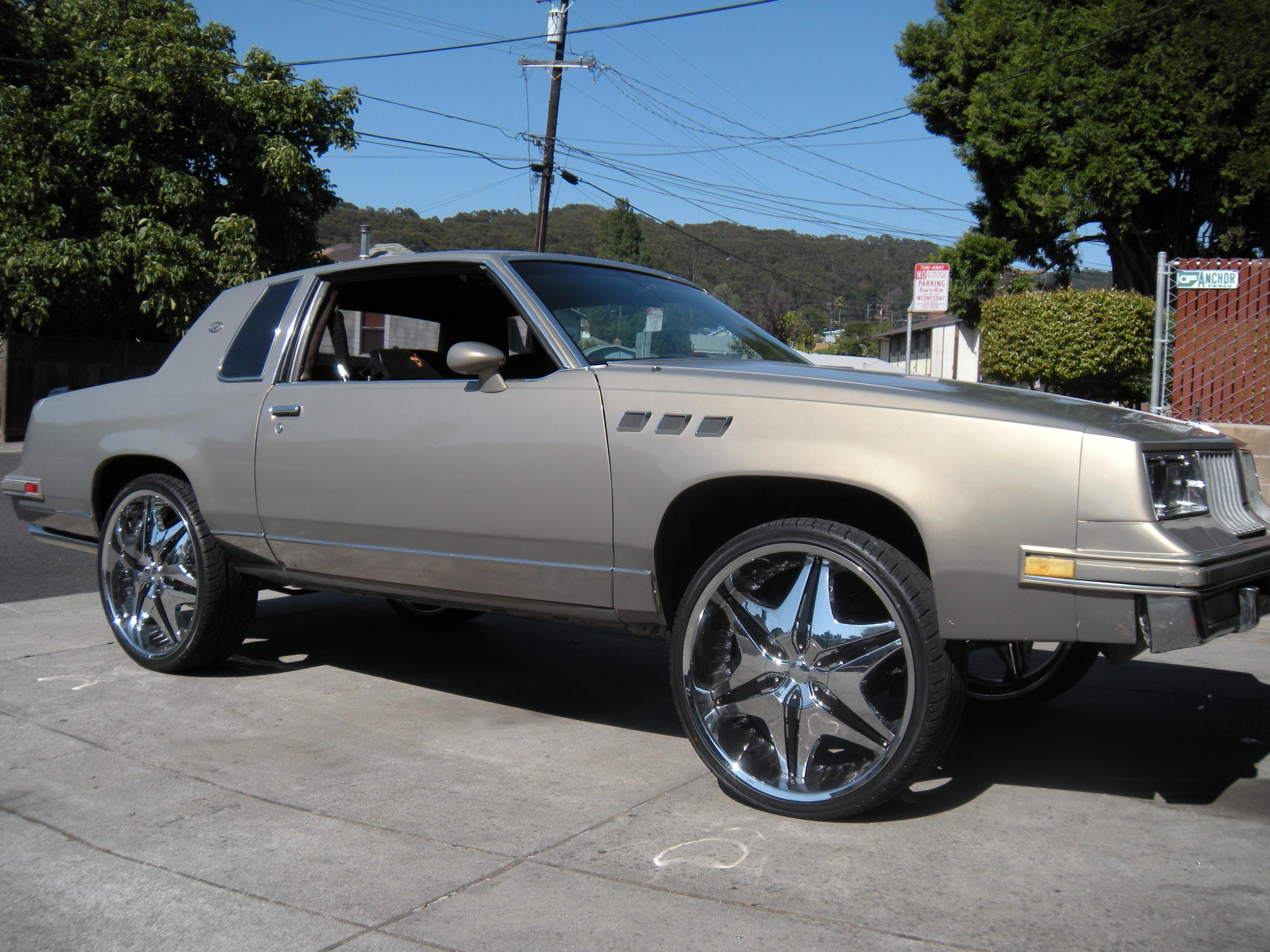 Youngdeezy's 1983 Oldsmobile Cutlass Supreme