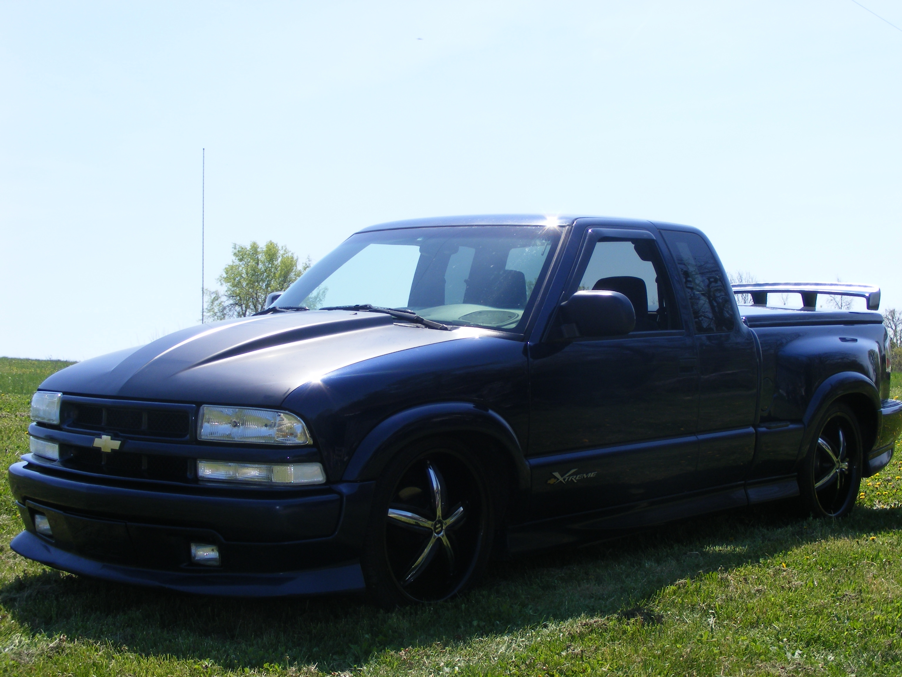 lowlife316 39 s 2002 chevrolet s10 extended cab pickup in cox 39 s creek ky. Black Bedroom Furniture Sets. Home Design Ideas
